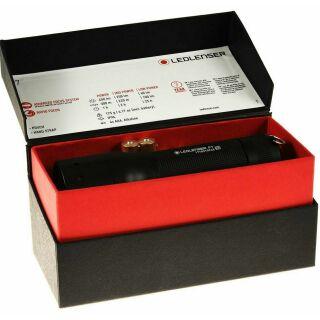 LED LENSER P7 450 Lumen Taschenlampe inkl. Premium Batterien & Nylonholster in Geschenkbox
